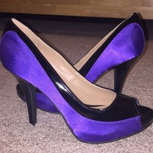 Shoes - Purple/black heels